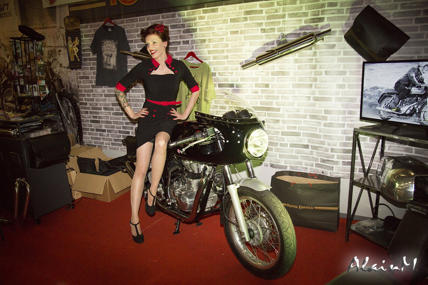 Actualite tendance roadster 1er salon du vintage du grand for Salon du sud